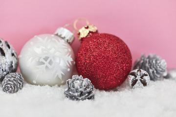 Weihnachtskugel mit Weihnachten Dekoration