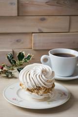 Meringue tartlet cake and christmas decoration