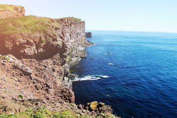 Klippen in Island mit tollem Meerblick