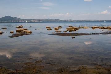 Il lago di Bracciano si è ritirato
