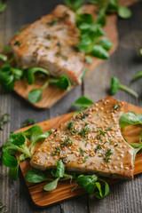 Tuna steaks with salad