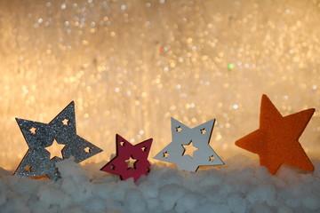 красивый новогодний фон со звездами и снегом  на блестящем фоне