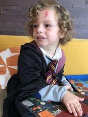 Bel bambino vestito da mago