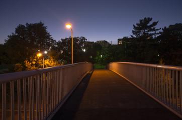 夜の帳・夕暮れの歩道橋