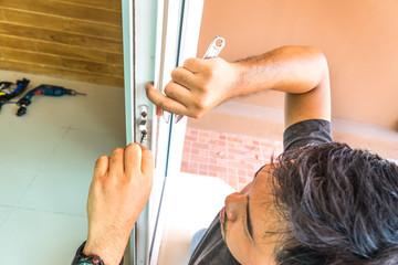 locksmith fix modern slide door by screwdriver