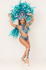 Poster Carnaval Gorgeous and cheerful brazilian samba dancer wearing traditional costume and performing