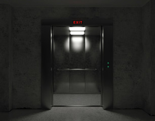 Leere Aufzugskabine mit Deckenbeleuchtung