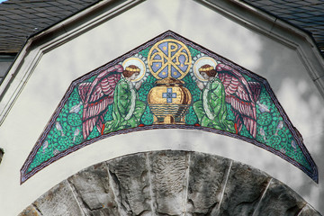 Mosaik an einer Aussegnungshalle