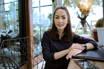 portrait Smart businesswoman sit in coffee shop with sunlight