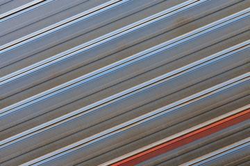 Metallmuster einer Lärmschutzwand