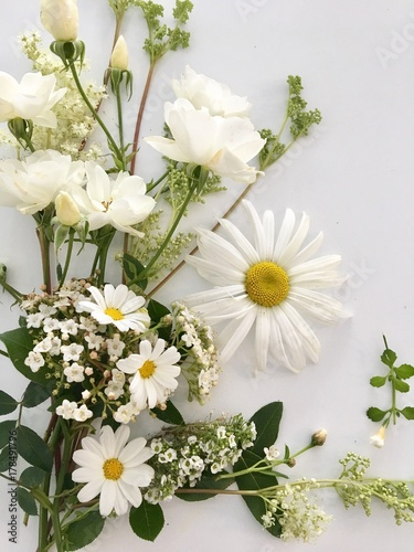 En haut Bouquet fleurs blanches