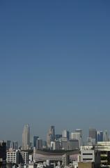 日本の東京都市景観「青空と新宿区の高層ビル群などを望む」