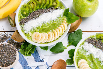 kiwi banana spinach smoothie bowl