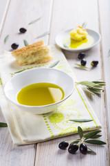 Aceite de oliva virgen extra especias hierbas y condimentos para una comida sana