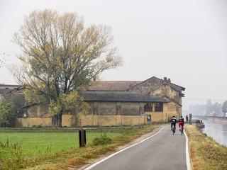 Bikeway along the Naviglio Grande from Milan to Abbiategrasso