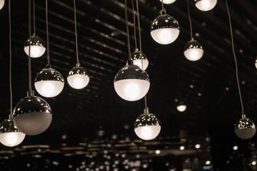 光の電球アート