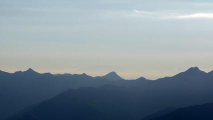 Panorama delle Alpi italiane al tramonto
