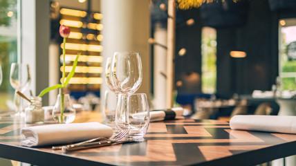 Eingedeckter Restauranttisch