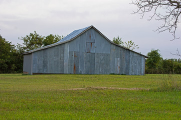 An old tin barn in the countryside.