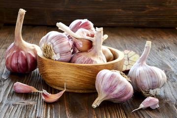 Garlic in a wooden bowl