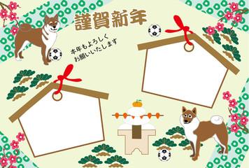 柴犬とサッカーボールの絵馬型写真フレームの年賀状テンプレート