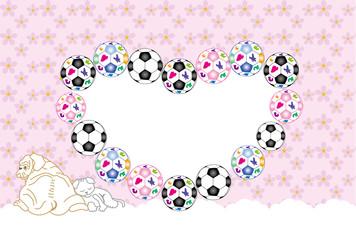 犬と猫のサッカーボールのハート型写真フレームのピンクの葉書テンプレート