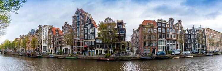 Stores à enrouleur Amsterdam Panorama d'un canal et ses maisons typique à Amsterdam, Hollande, Pays-bas
