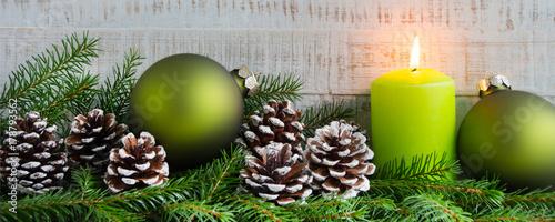 weihnachten dekoration mit kerzen tannenzweige und tannenzapfen stockfotos und lizenzfreie. Black Bedroom Furniture Sets. Home Design Ideas