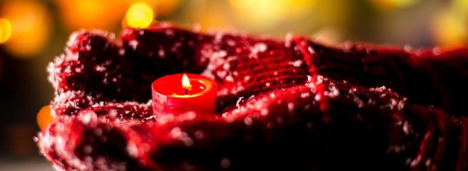 Weihnachten, hände mit Kerze