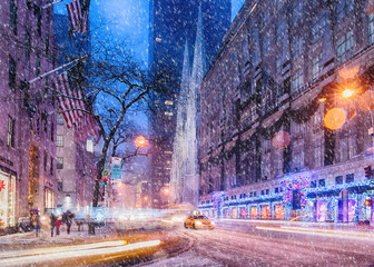 Foto op Canvas New York TAXI Snow over St. Patrick's Cathedral
