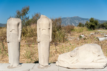 Statuen Ireon Heiligtum der Hera