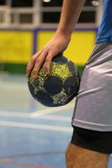 jugador de balonmano con el balon en la mano U84A3030-f17