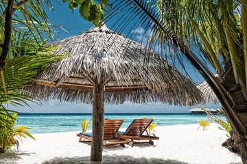 Liegestühle am Strand