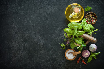 Spoed Foto op Canvas Kruiderij Herbs and spices on black stone table