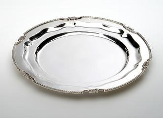 Round placemat with margherita edge trim