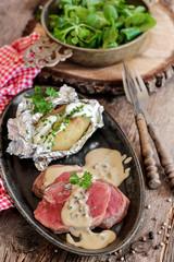 rôti de Bœuf sauce au poivre et pommes de terre en robe des champs 3