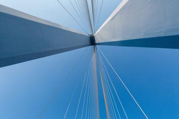 In de dag Brug cable-stayed bridge closeup