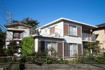 夏の日本の住宅街