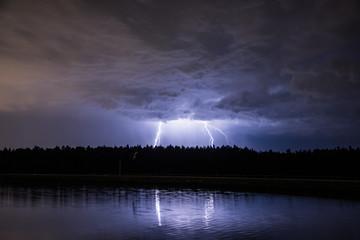 Foto op Canvas Onweer Blitze am See
