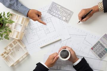 建築事務所のミーティング