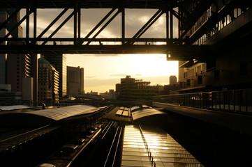 夕暮れ時の大阪駅