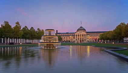 Wiesbaden, Kurhaus im Sonnenuntergang