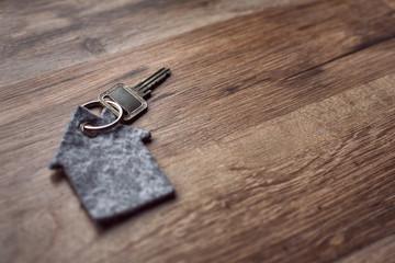 Haustürschlüssel mit Anhänger