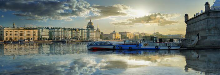 A brilliant panorama of St. Petersburg Fototapete