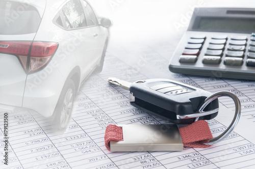 autokosten und finanzierung autoschl ssel auto und taschenrechner auf tabellen hintergrund. Black Bedroom Furniture Sets. Home Design Ideas