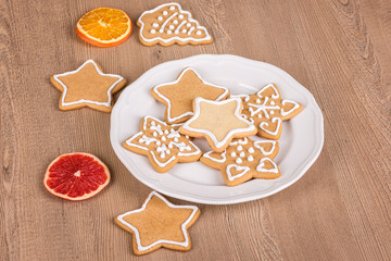 Christmas cookies with decoration / Still life with decorated Christmas cookies in a plate on a wooden background