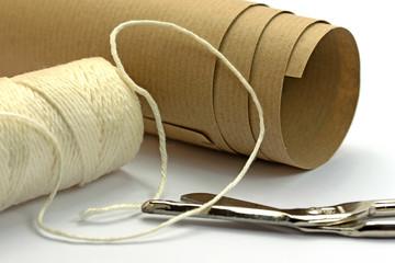 Verpackungsmaterial, Schnur, Packpapier, Schere