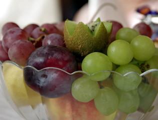 owoce w salaterce