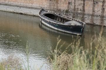Barca amarrada en la Albufera