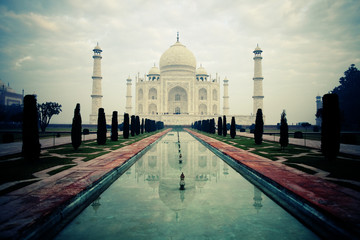 Taj Mahal in the early morning. Agra. India Fototapete
